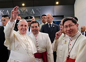 Luis Antonio Tagle - Tagle at Pope Francis' arrival in Philippines, January 2015