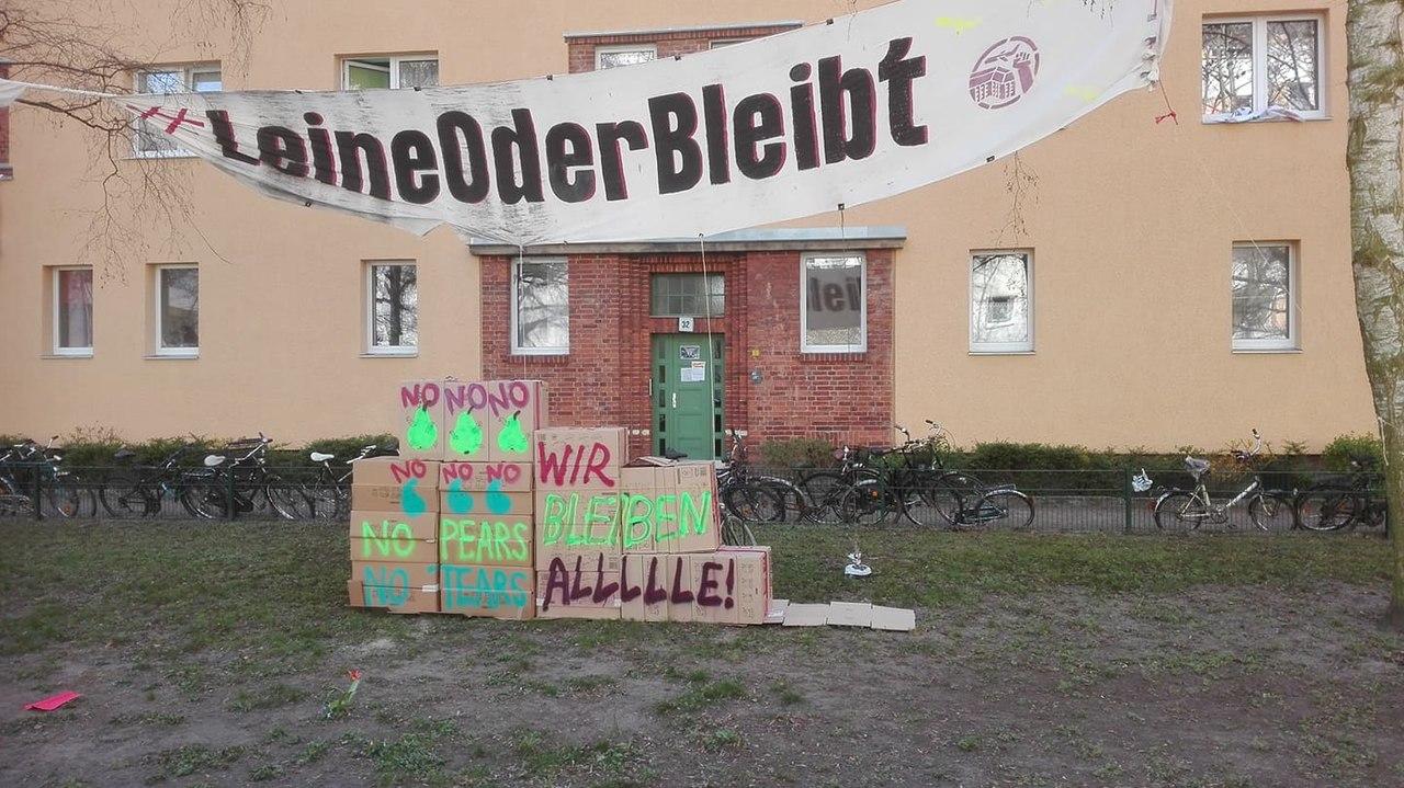 Protestinstallation Leinestraße Berlin Neukölln.jpg