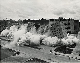 Koyaanisqatsi - The demolition of the Pruitt–Igoe housing project in St. Louis, Missouri was one of the first scenes filmed once production began in 1975.