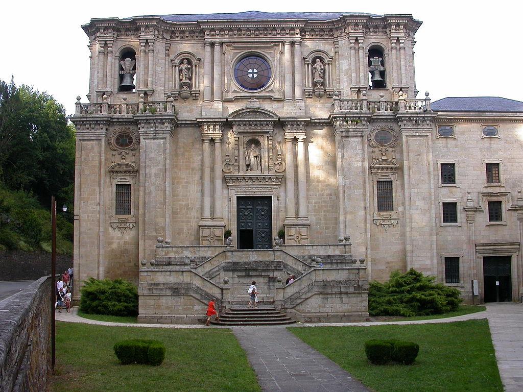 File Puerta Principal De La Iglesia De La Abadia De Samos Lugo Jpg Wikimedia Commons