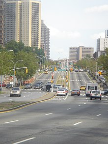 Queens Boulevard west of Yellowstone Boulevard.jpg