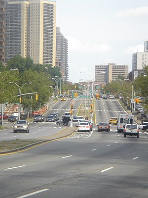 Queens Boulevard - Image: Queens Boulevard west of Yellowstone Boulevard