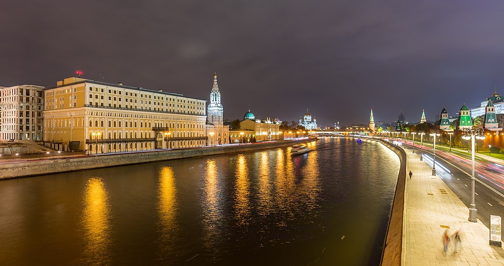 Río Moscova, Moscú, Rusia, 2016-10-03, DD 16-17 HDR.jpg