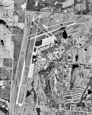 Richards-Gebaur Memorial Airport - Richards-Gebaur Air Force Station just after its closure, 23 March 1997, showing the Richards-Gebaur Memorial Airport shortly before its closure in 1999