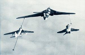 RAF Victor refuels USN KA-6D and F-4J 1971.jpg