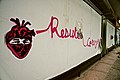 Resiste Corazón Estampa Gigante en la calle.jpg