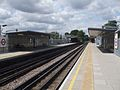 Ruislip Manor stn look west2.JPG