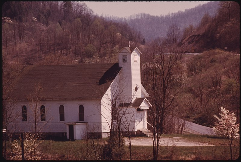 File:SMALL METHODIST CHURCH STANDS NEXT TO THE WEST VIRGINIA TURNPIKE NEAR BECKLEY IN THE HEART OF THE COAL COUNTRY. MANY... - NARA - 556480.jpg