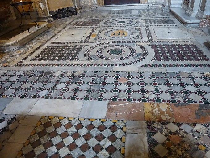 S Marco - presbiterio pavimento tipo cosmatesco ma del 1478 P1000113
