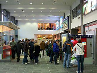 Saarbrücken Hauptbahnhof - View inside the entrance hall