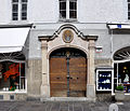 Salzburg AlterMarkt11 Portal.jpg