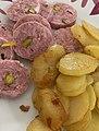 Saucisson chaud truffé aux pistaches et pommes de terre sautées (décembre 2020).jpg