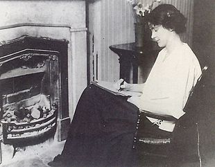 susan glaspell  glaspell at her 12th street home in davenport circa 1913