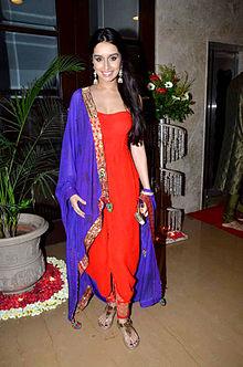 Актрисы Болливуда  220px-Shraddha_Kapoor_at_the_sangeet_of_Bappa_Lahiri