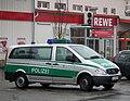 Silber-grünes Polizeifahrzeug BW.JPG