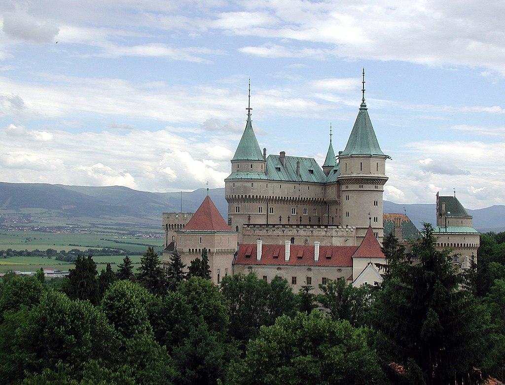 un château - ajonc - 12 juin 2016 trouvé par snoopie 1024px-Slovakia_Bojnice_Castle_2004_hires