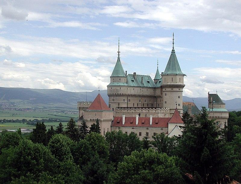 Súbor:Slovakia Bojnice Castle 2004 hires.jpg