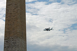 Space Shuttle Discovery over DC - Stierch K.jpg