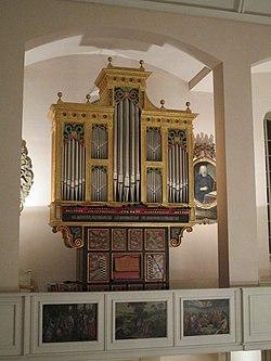 Spanische Orgel von 2001 in der Neustädter Hof- und Stadtkirche Hannover (107).jpg