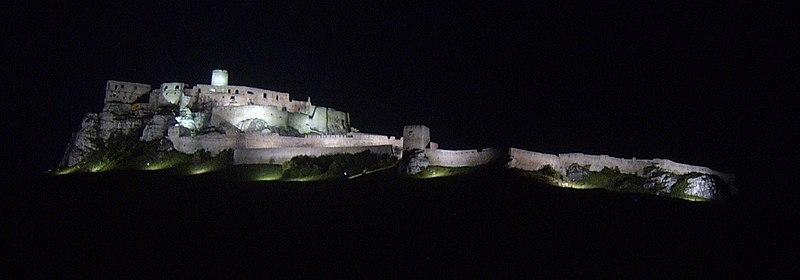 Archivo:Spis Castle by night.JPG
