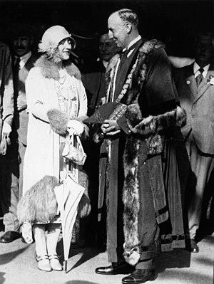 James Douglas Annand - James Douglas Annand with Lady Elizabeth Bowes-Lyon, Duchess of York, in 1927.