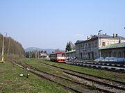 Tannwalder Zahnradbahn: Triebwagen im einstigen Grenzbahnhof Kořenov