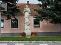 Statue of John of Nepomuk in Zwölfaxing.jpg