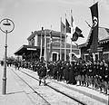 Stazione di San Felice sul Panaro addobbata in attesa del treno di Hitler (1938).jpg