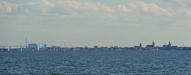Stralsund Silhouette von Norden.JPG