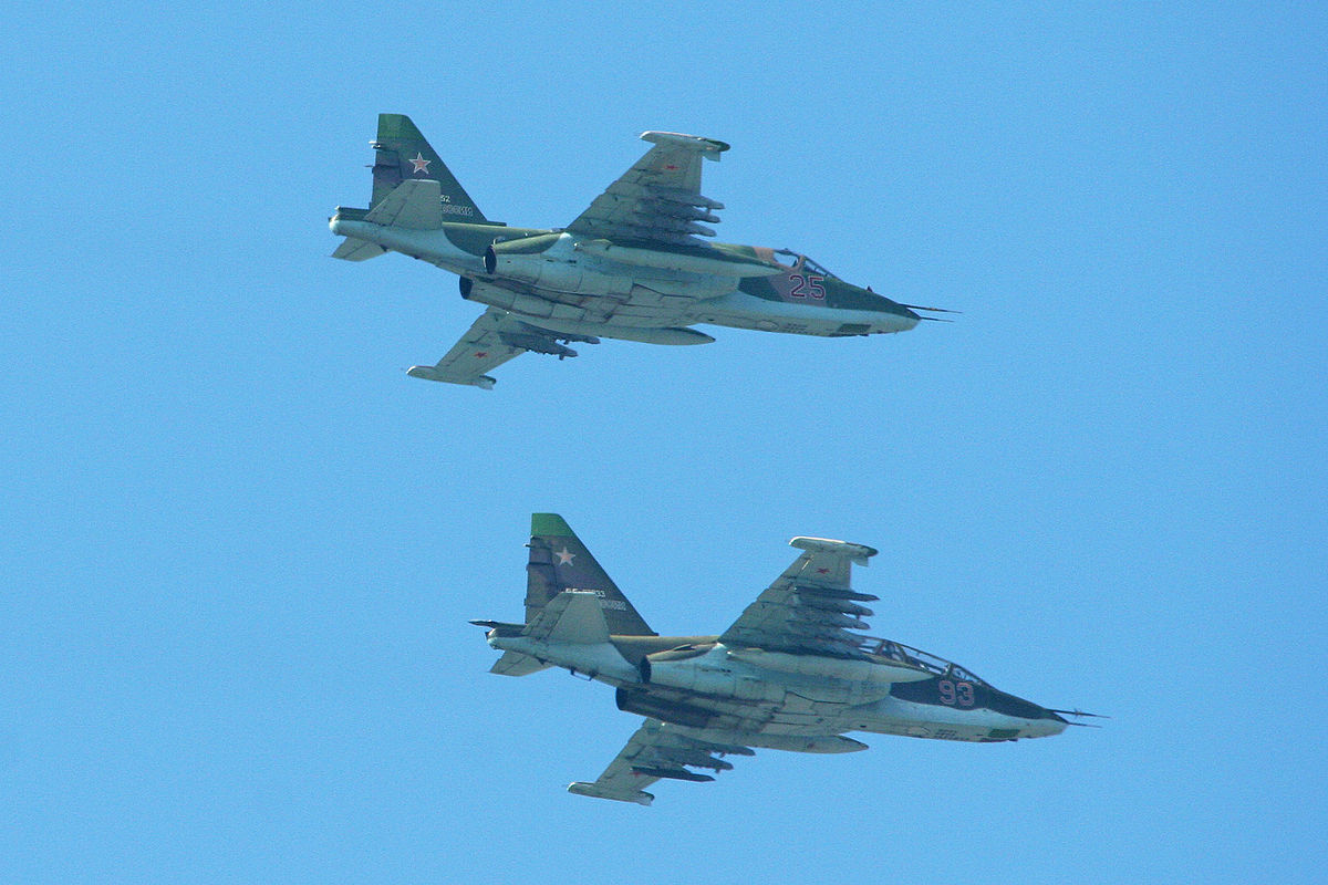 Sukhoi Su-25UB 93 red & Su-25SM 25 red (8623301416).jpg