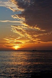 https://upload.wikimedia.org/wikipedia/commons/thumb/1/1b/Tessellated_Pavement_Sunrise.jpg/220px-Tessellated_Pavement_Sunrise.jpg