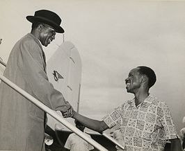 Banda (links) met Julius Nyerere