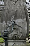 toegangshek, gezien vanaf de weg, linker zandstenen pijler, detail onderste gedeelte - nieuwersluis - 20340395 - rce