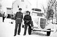 Transportsjef Arnt Rimolshagen og sjåfør Sivertsen med en av Trønderbataljonens biler (1940) (4733101585).jpg