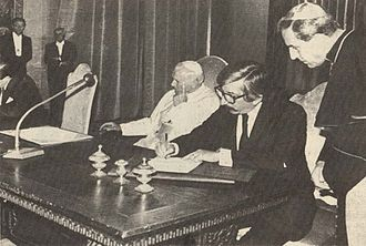 Treaty of Peace and Friendship of 1984 between Chile and Argentina - Signing of the Treaty of Peace and Friendship between Argentina and Chile.