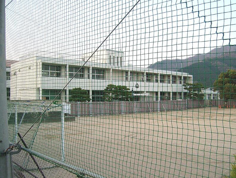 File:Tsuyama city Seisen elementary school.JPG