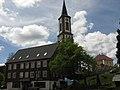Turm von St. Antonius, rechts das Rathaus in Schönwald im Schwarzwald.jpg