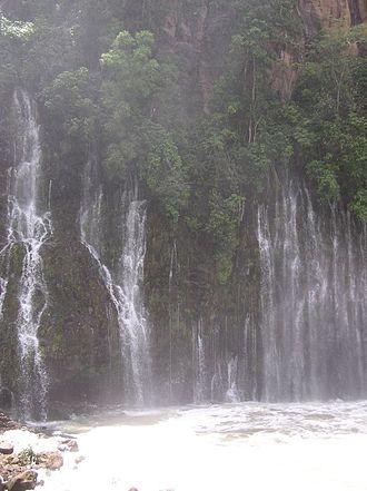 Barranca del Cupatitzio National Park - The cascades of Tzararácua