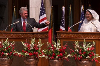 Sheikh Hasina - Hasina with US President Bill Clinton at the Prime Minister's Office in Dhaka, 2000.
