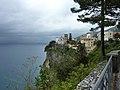 Vico Equense Kirche und Steilküste.jpg