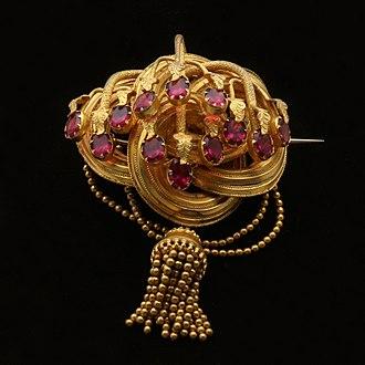 Almandine - Victorian almandine garnet brooch