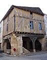 Villeréal - Maison en pan de bois, place de la halle -2.jpg
