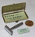 Vintage Evans Miniature DE Travel Safety Razor Kit By The Evans Case Company, North Attleboro, Massachusetts, Case Measures 2 Inches Wide (See Dime For Size Comparison), Circa 1930s (29958496352).jpg