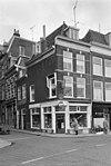 foto van Hoekpand langs Korte Veerstraat. Bescheiden architectuur, doch van oudheidkundige waarde