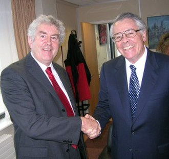 Rhodri Morgan - Rhodri Morgan meets U.S. Ambassador Robert Tuttle on 7 October 2005 in Cardiff.