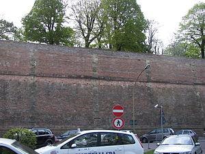 Fortezza Medicea (Siena) - Image: Walls of Siena 2