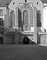 Wappenwand an der Außenseite der St. Georgs Kathedrale, Theresianische Militärakademie, Wiener Neustadt.jpg