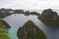 Wayag Island, Raja Ampat (14467281965).jpg
