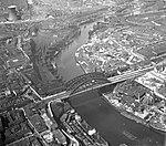 Wearmouth Bridge, Sunderland (19873625322).jpg
