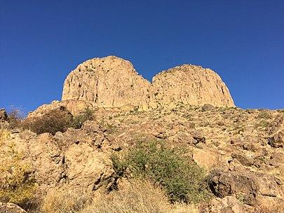 https://upload.wikimedia.org/wikipedia/commons/thumb/1/1b/Weavers_Needle-canyon_view.jpg/405px-Weavers_Needle-canyon_view.jpg